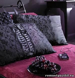 подушки с черными кружевами
