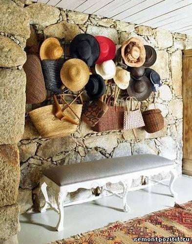 шляпы в декоре стен