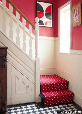 коврик в горошек для прихожей с лестницей