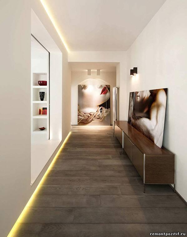 дизайн узкого коридора с картинами
