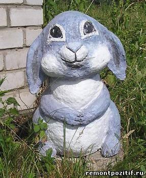 кролик из монтажной пены на даче
