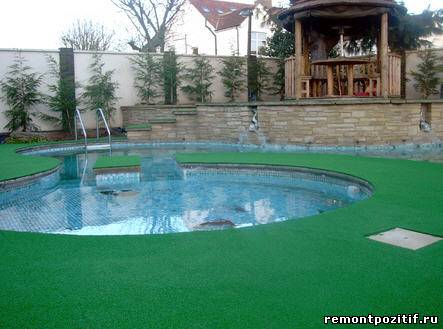 искусственная ландшафтная трава на даче