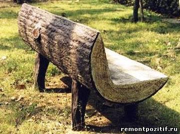 скамейка из ствола старого дерева