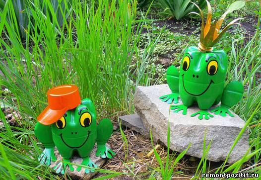 сказочные лягушки из пластиковых бутылок