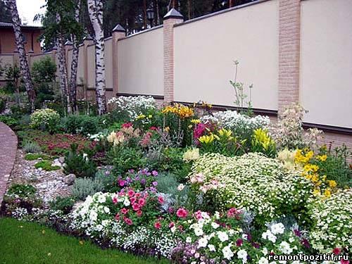 Клумбы и цветники на даче  на даче фото 51