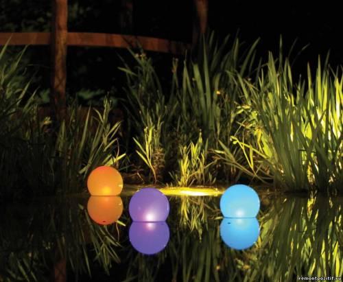 светильники-шары на воде
