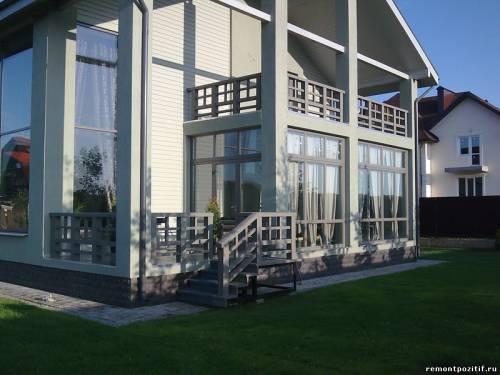 строительство веранды с балконом