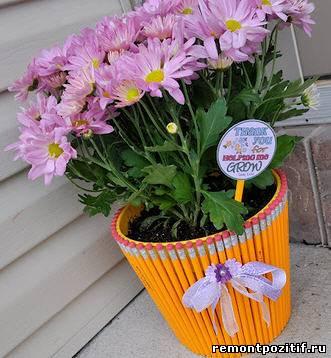 декор цветочных горшков простыми карандашами