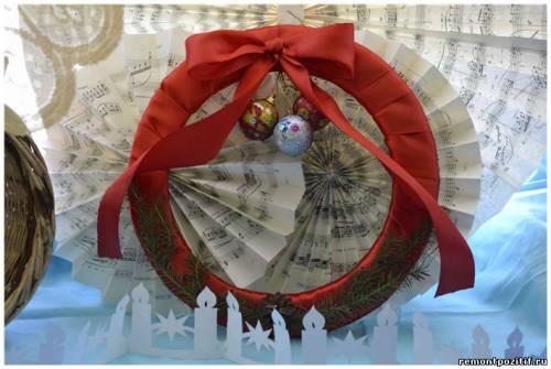рождественский венок из атласных лент