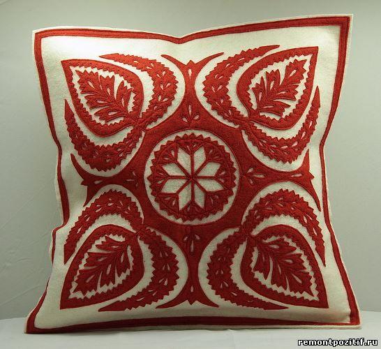 орнамент на подушке из войлока