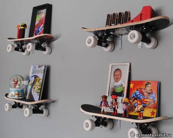 полки из скейтбордов в оформлении стен