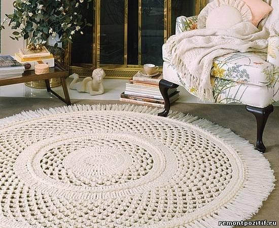вязаный кружевной коврик