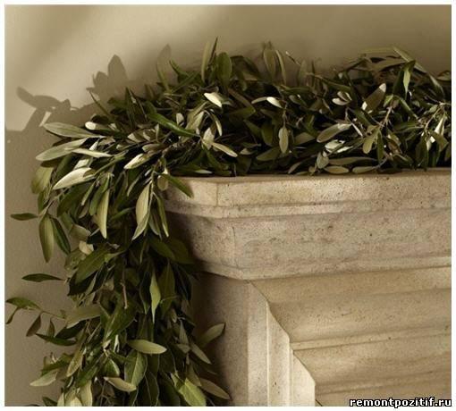 ветки омелы для новогоднего украшения камина