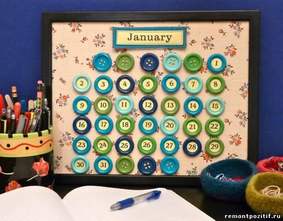 календарь из пуговиц