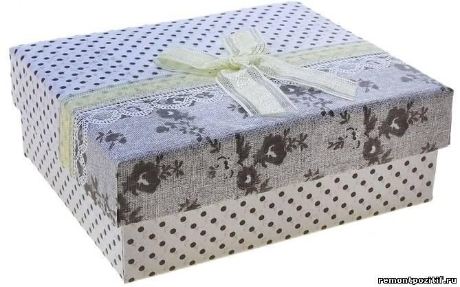 коробка для одежды в горошек
