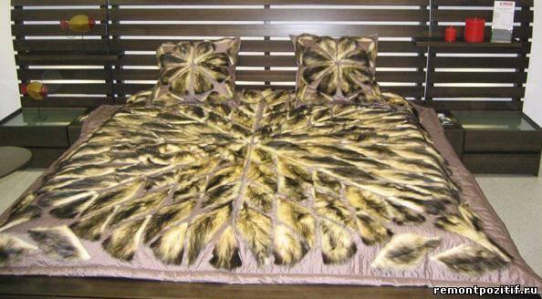 покрывало и подушки с аппликациями из меха
