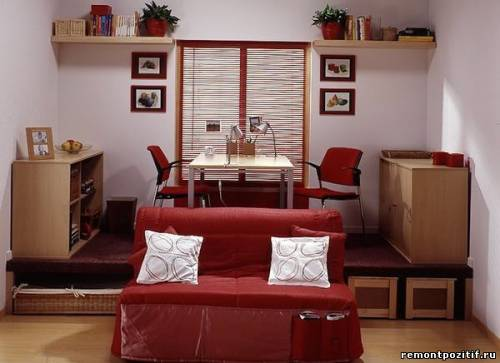 кабинет на подиуме в гостиной