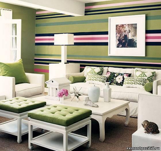 яркий полосатый дизайн гостиной