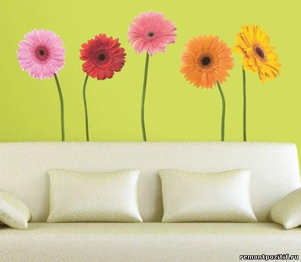цветочные рисунки в интерьере гостиной комнаты