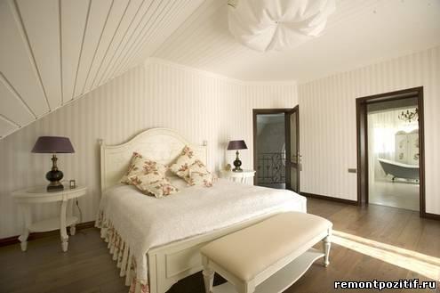 полосатый интерьер спальни