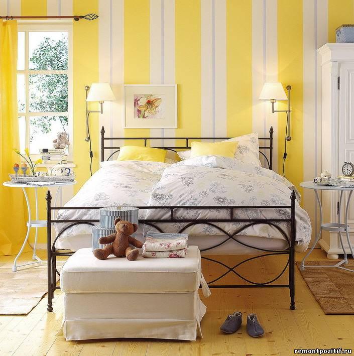 полосатая спальня в винтажном стиле
